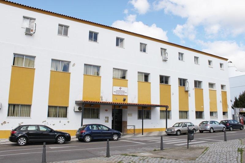 """Reunión Mesa Sectorial. Traspaso del Conservatorio Municipal """"Esteban Sánchez"""" a la Junta de Extremadura"""