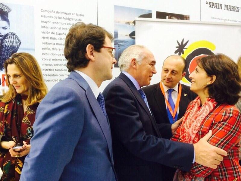 Mérida firma convenios con Iberia y Turespaña en FITUR