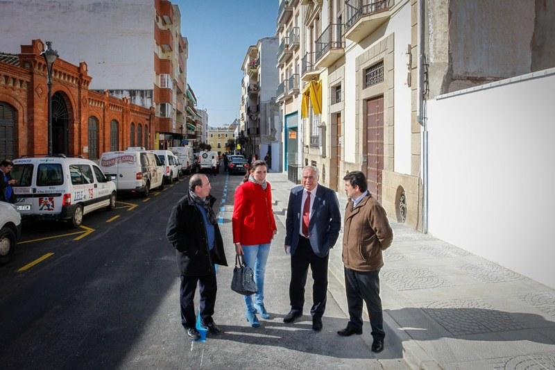 El alcalde inaugura las obras de ensanche y remodelación de la calle Félix Valverde Lillo