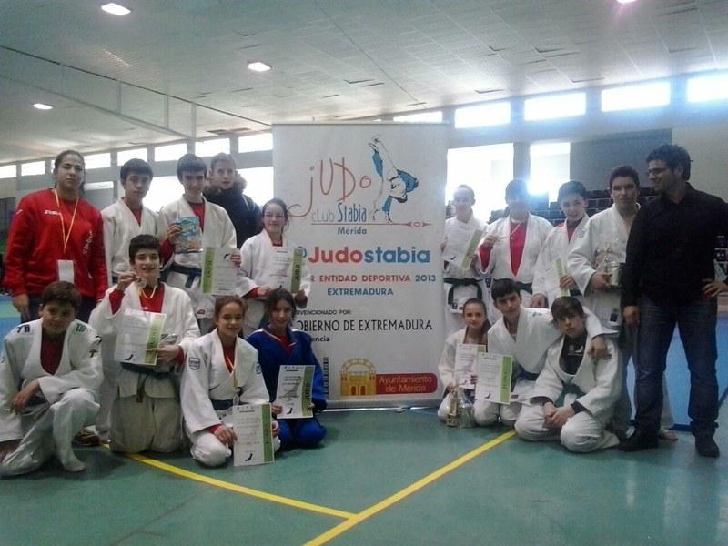 El Judo Stabia se alza con dos oros en la Copa de España de Extremadura «Villa de  Montijo»