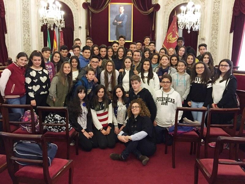 Los alumnos de las Josefinas, en el Ayuntamiento de Cádiz