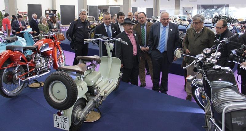El alcalde inaugura  el Museo de vehículos históricos
