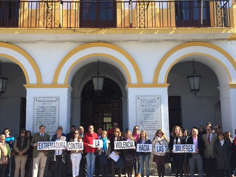 El Ayuntamiento acoge una concentración por Tamara  Simón