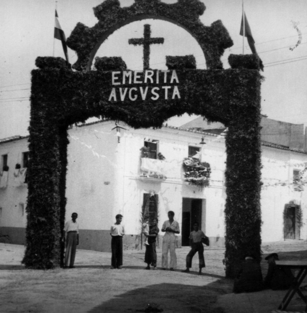 Arco Triunfal en Calle Puente para recibir a la Virgen de Fátima (1949)