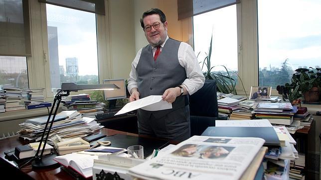 Una muestra bibliográfíca de la Biblioteca Municipal rinde tributo a Santiago Castelo