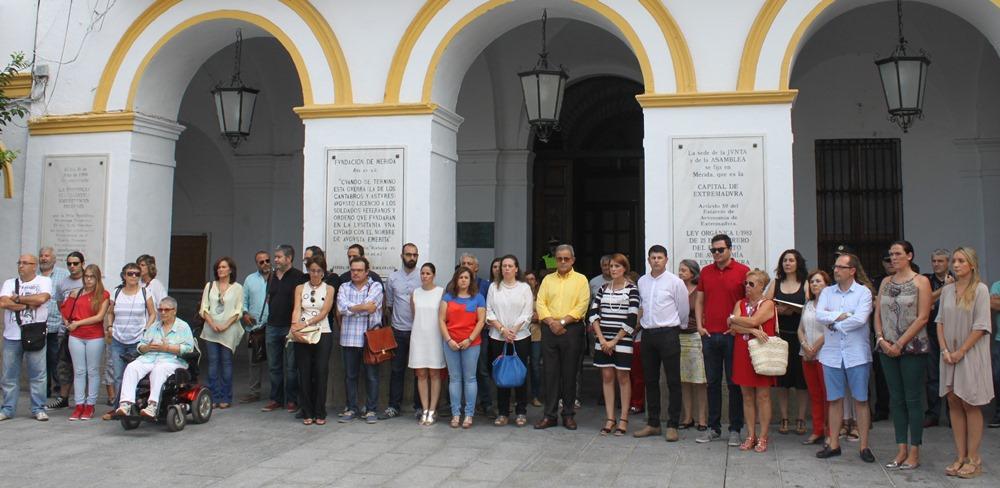Mérida muestra su repulsa y rechazo a la violencia machista con un minuto de silencio