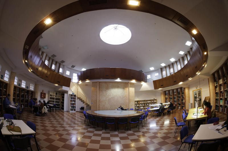La biblioteca municipal Juan Pablo Forner es la única que abre durante todo el mes de agosto