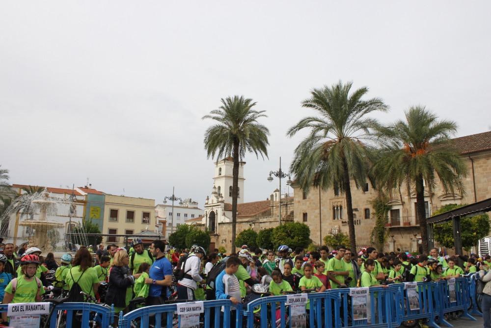 Ochocientos escolares participan en el Día de la Bicicleta