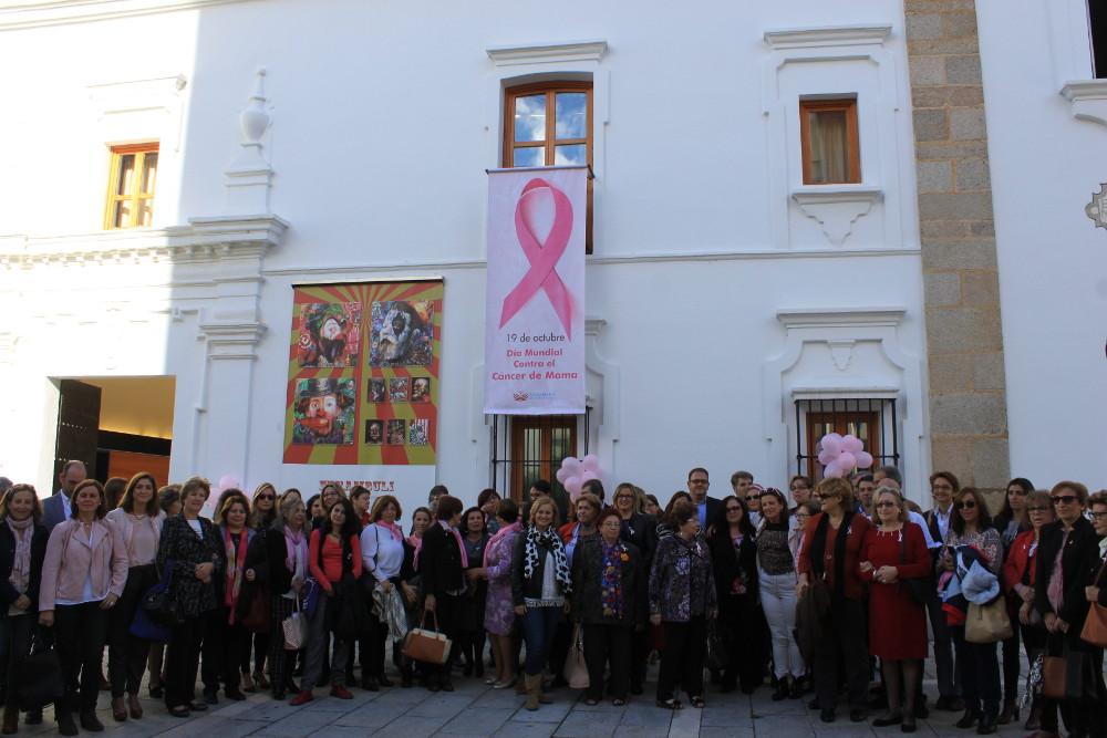 La Asamblea de Extremadura acoge el acto institucional del Día Mundial contra el Cáncer de Mama