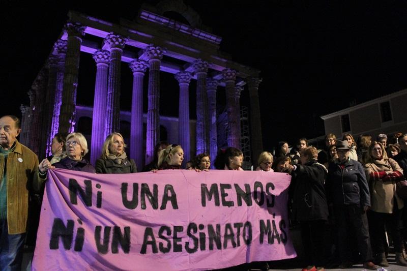 Alcalde y concejales asisten a la marcha en el Día Internacional contra la Violencia de Género