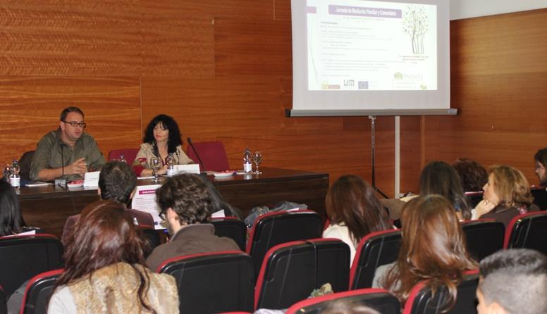 El alcalde hablando en la jornada de Mediación. (2)