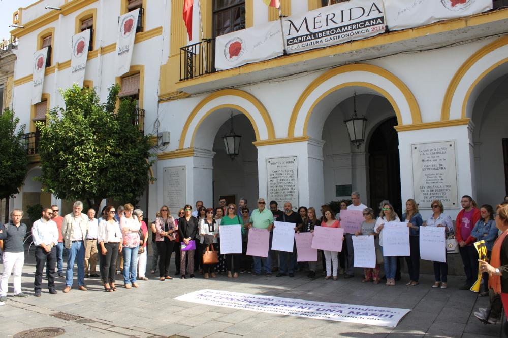 Concentración contra la violencia de género convocada por el consejo de las mujeres
