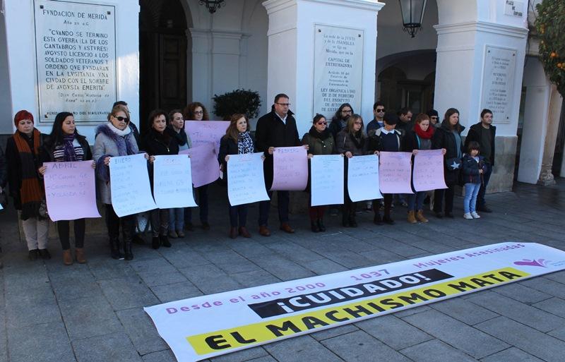 Un año sin machismo y sin violencia contra las mujeres piden para 2017 los asistentes a la concentración
