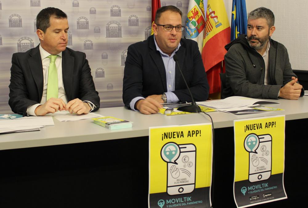 Alcalde, delegado y gerente en la presentación