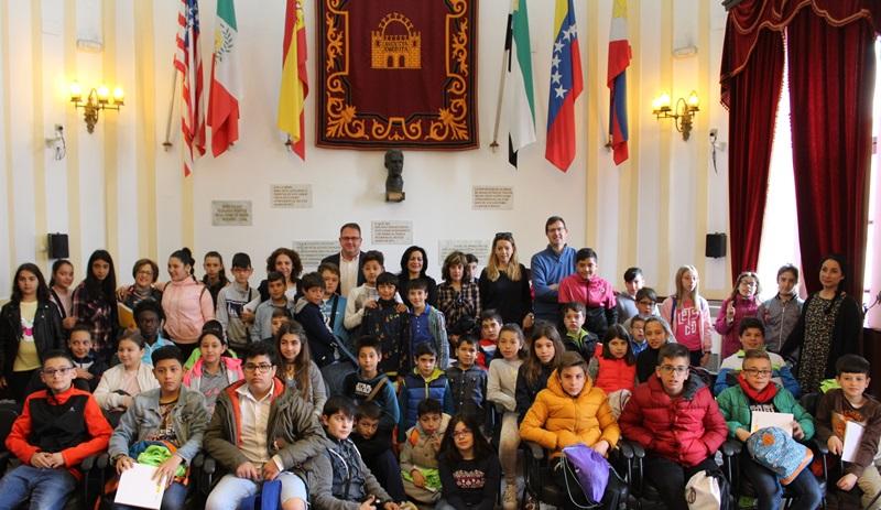 El alcalde y colegios Baeza y Mérida