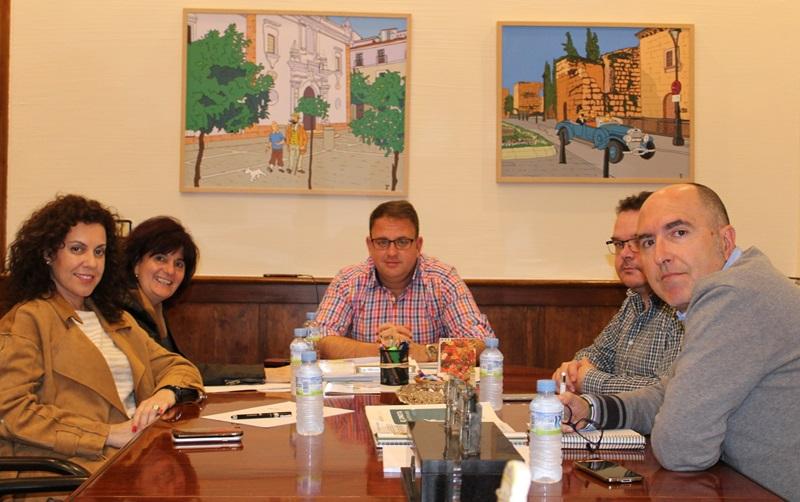 El Ayuntamiento y el SES coordinarán recursos y estrategias para tratar las adicciones del alcohol, juegos y apuestas