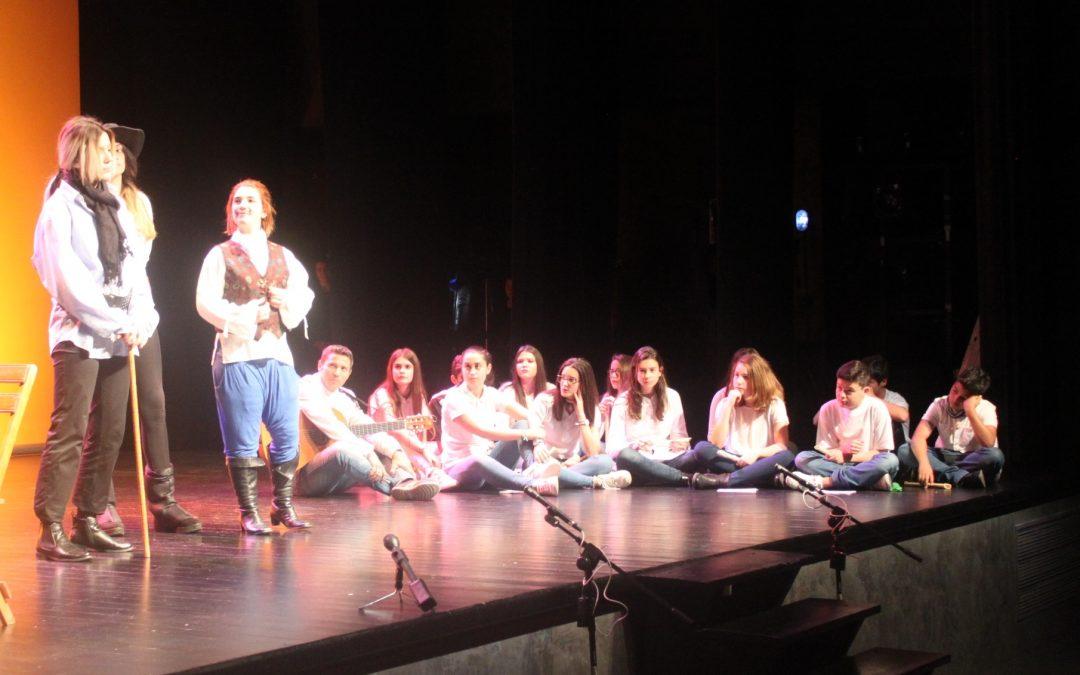 """El alcalde invita a los escolares a """"vivir la esencia del teatro»"""