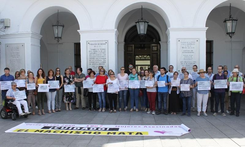 El Ayuntamiento insiste en que las empresas y colectivos paren cada día 25 contra la violencia machista