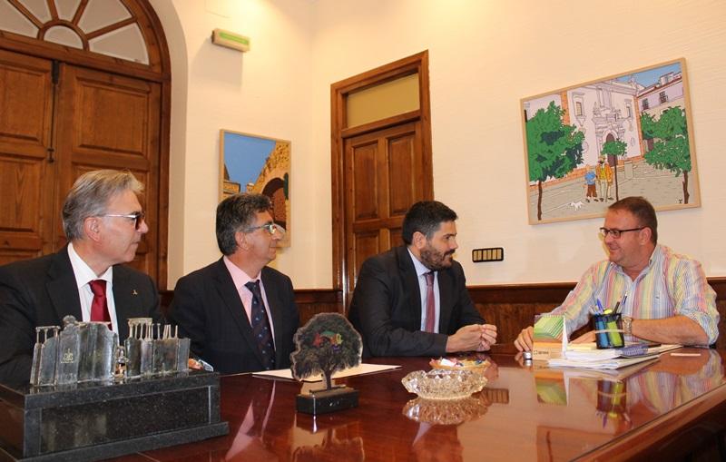 El alcalde recibe al nuevo director de la ONCE en Mérida