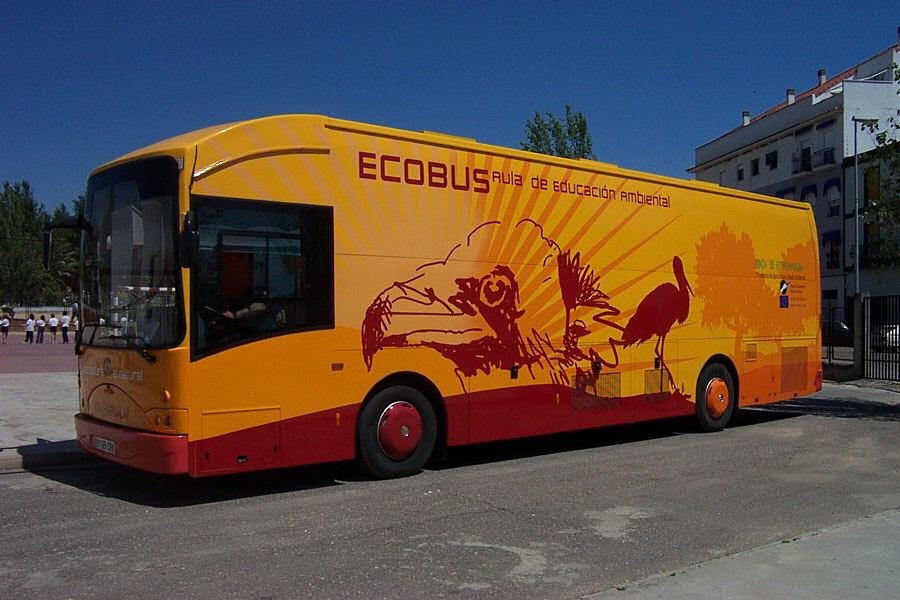 El Ecobús inicia hoy sus visitas con motivo del mes de las aves, en el colegio San Luis