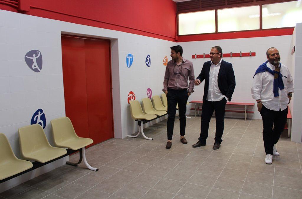 El alcalde visita los nuevos vestuarios de las instalaciones deportivas de La Paz