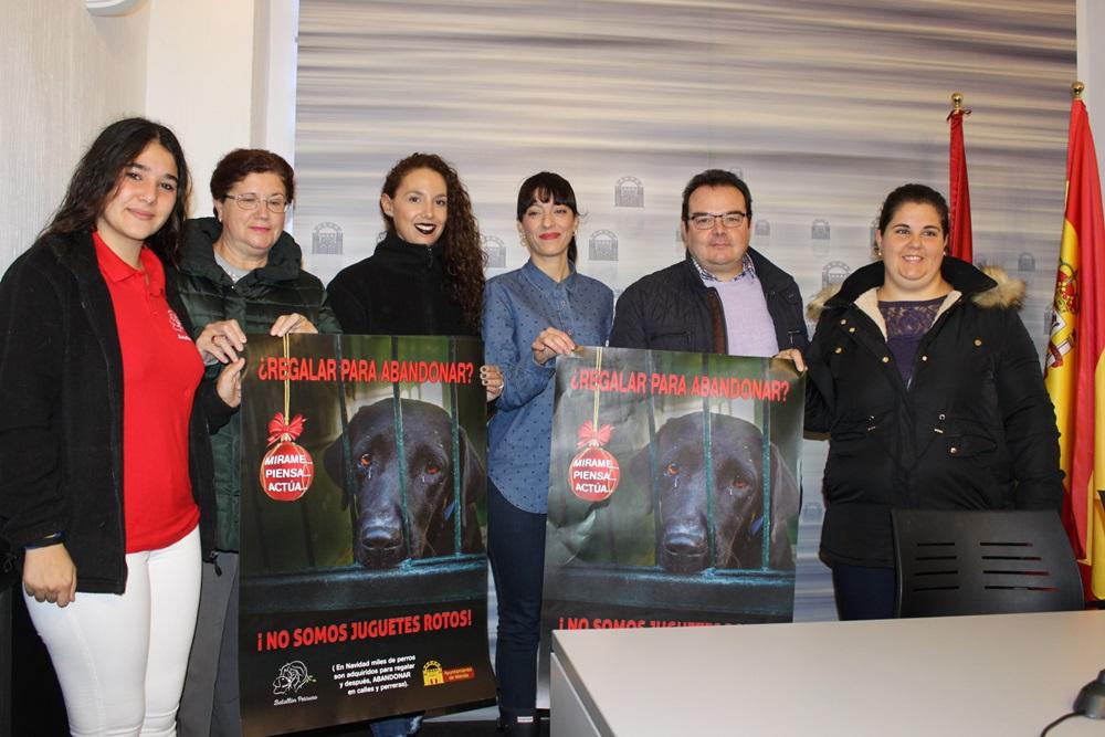 La campaña '¿Regalar para abandonar?' incide en la adopción de animales del Centro Zoosanitario