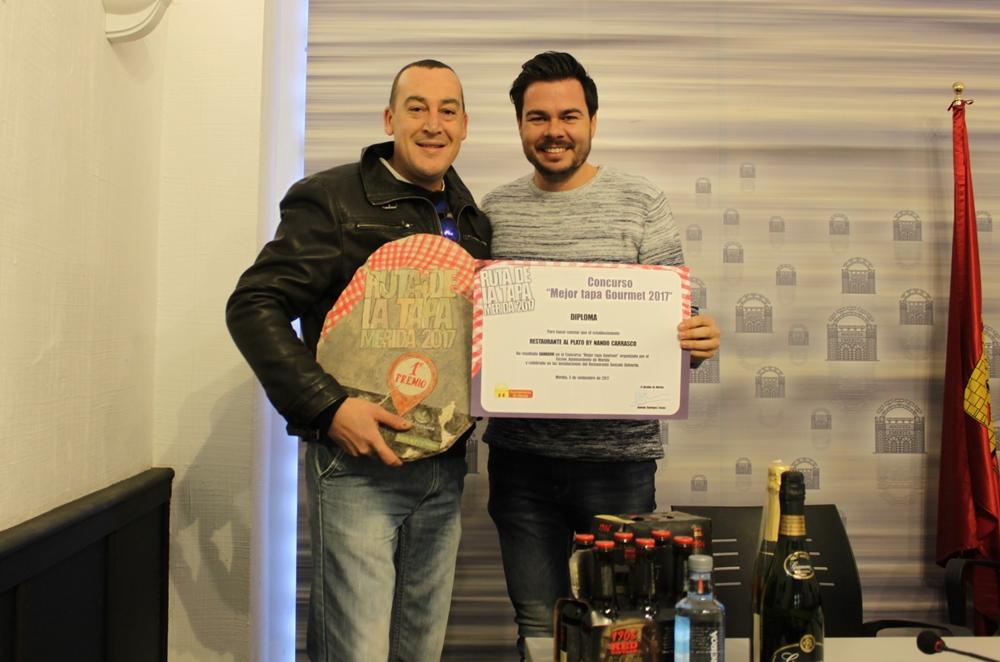 Entrega del Primer Premio del Concurso al Restaurante Al Plato by Nando Carrasco