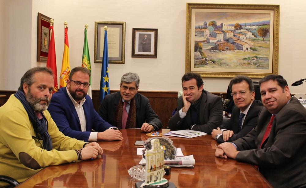 El alcalde recibe al director general de la Escuela de Organización Industrial (EOI) Adolfo Cazorla