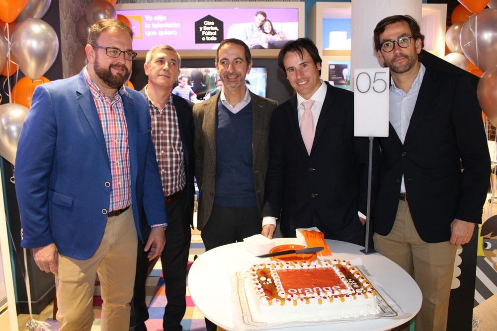 "Inaugurada la nueva ""Smart Store"" de Orange en la calle Santa Eulalia"