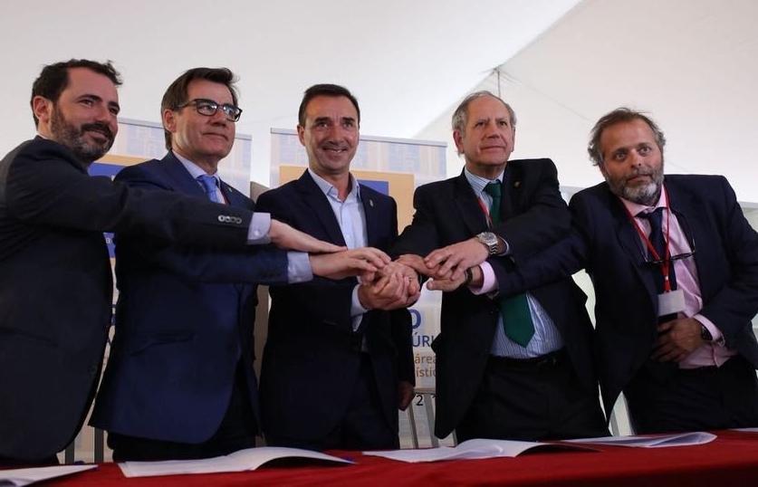 Rafael España, primero por la derecha