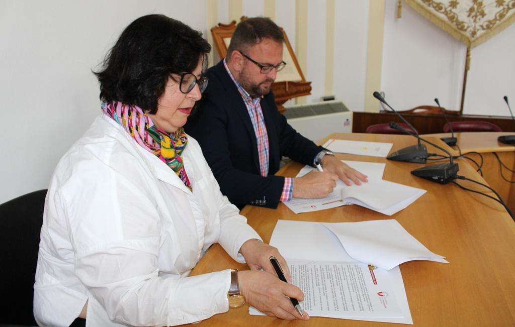 Momento de la firma del convenio de 2019 que se renovará en este 2020