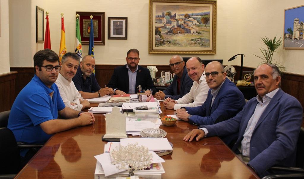 El alcalde recibe a la nueva Federación Empresarial de Mérida y Comarca