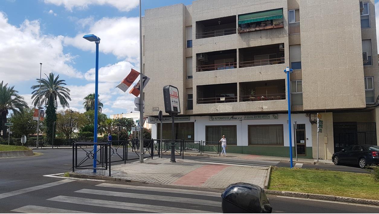 Paso de peatones iluminado en Calle Oviedo