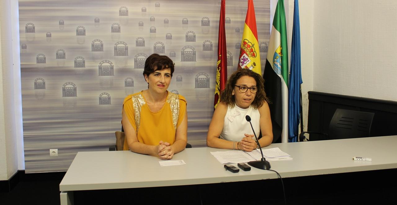Las delegada de Educación y Cultura, Susana Fajardo y Silvia Fernández, en rueda de prensa