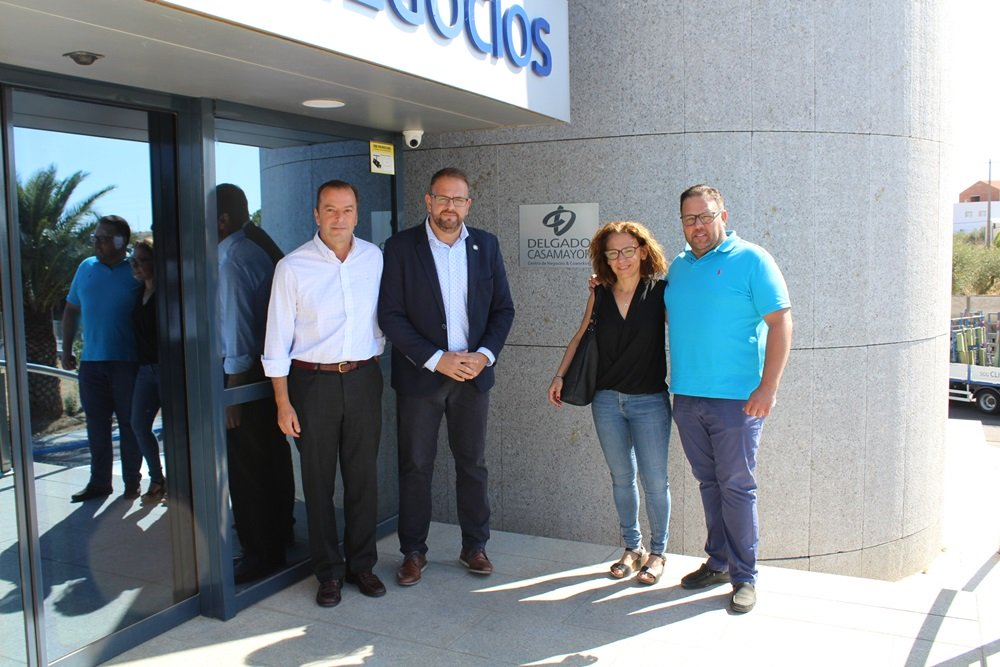 El alcalde visita el Centro de Negocios 'Delgado-Casamayor' que ya alberga una veintena de empresas