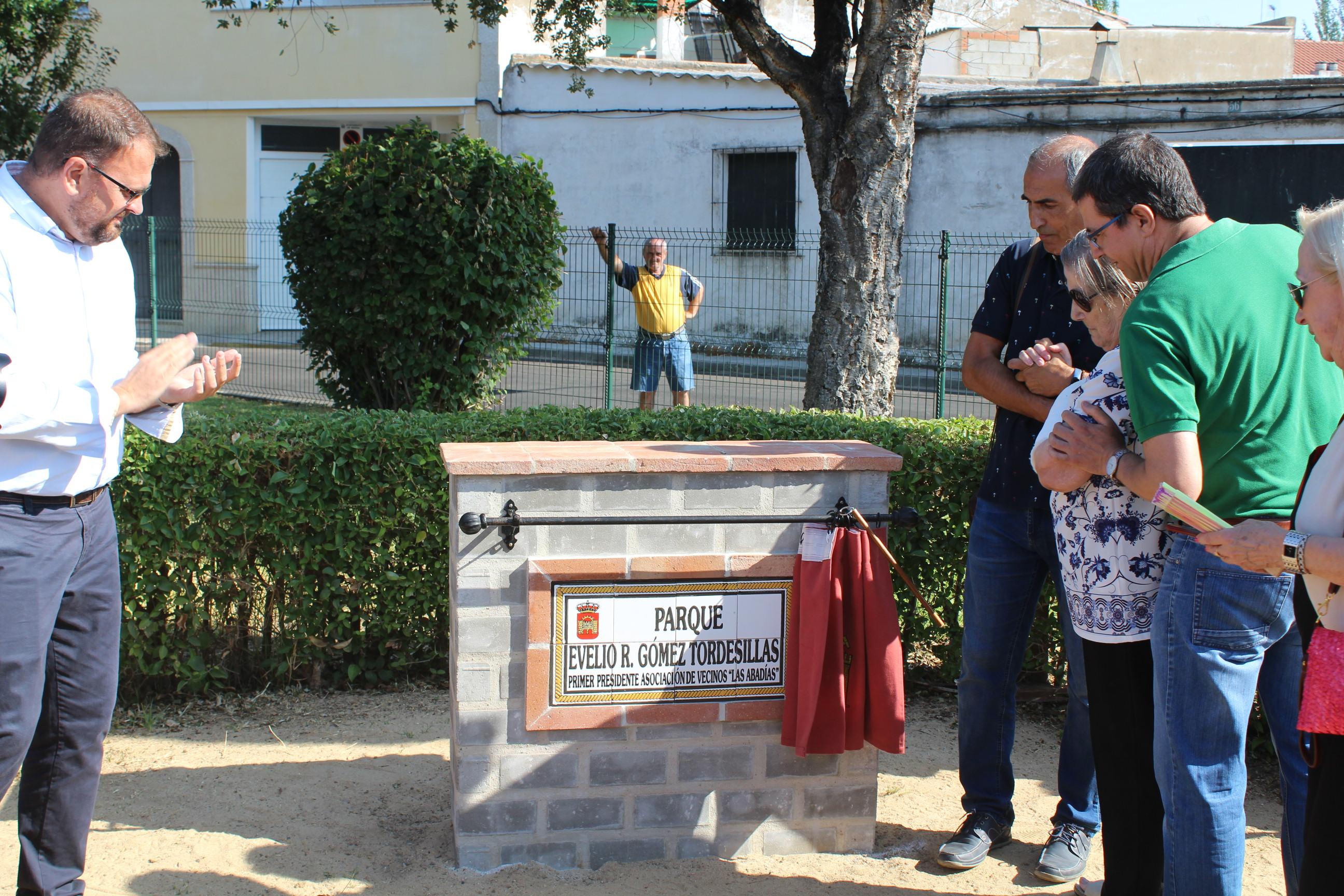 Placa en homenaje a Evelio Gómez