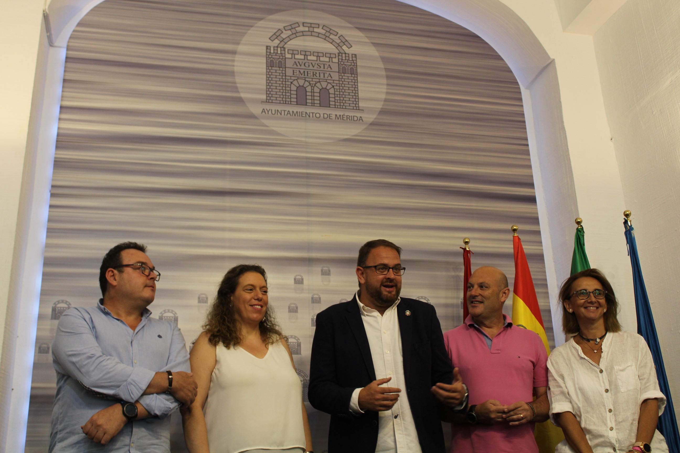 Concejales con alcalde osuna