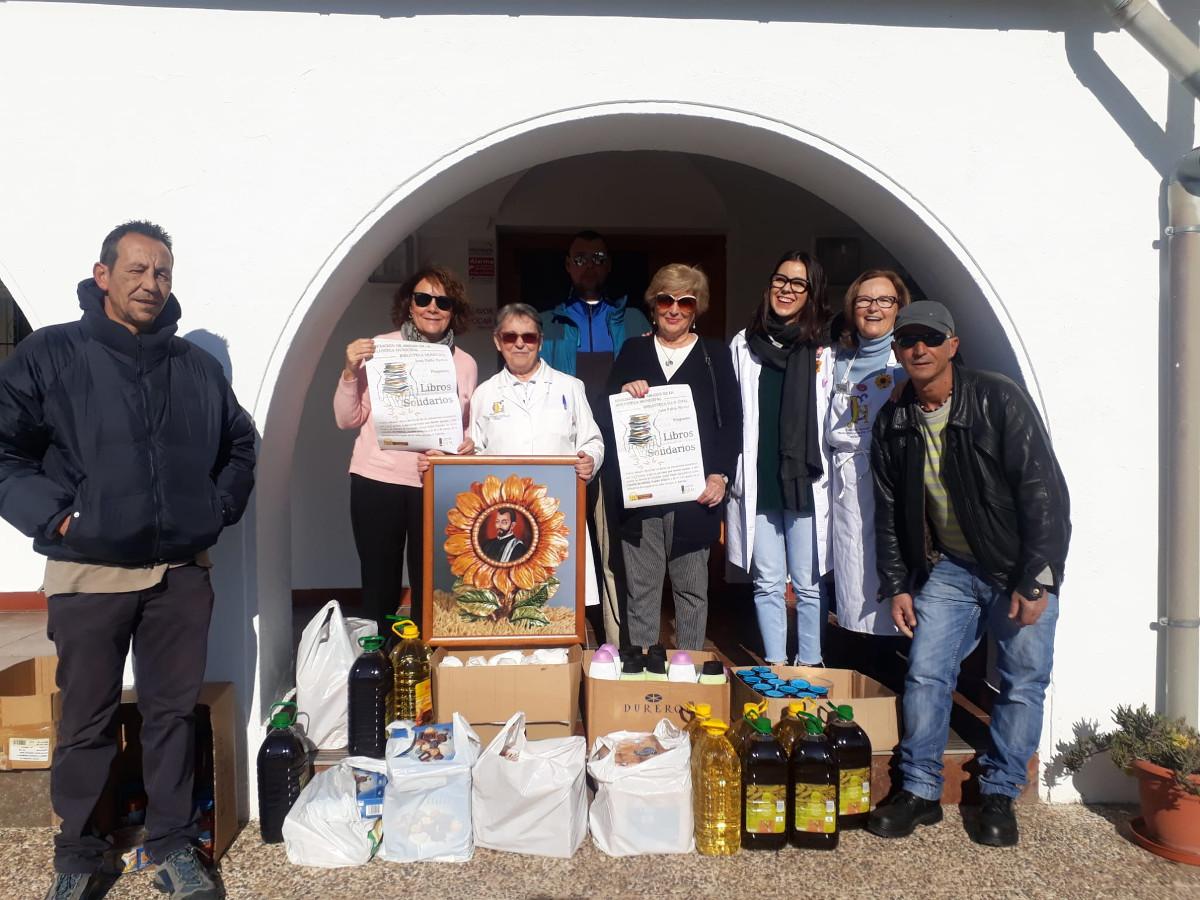 Libros Solidarios entrega un lote de productos al comedor social