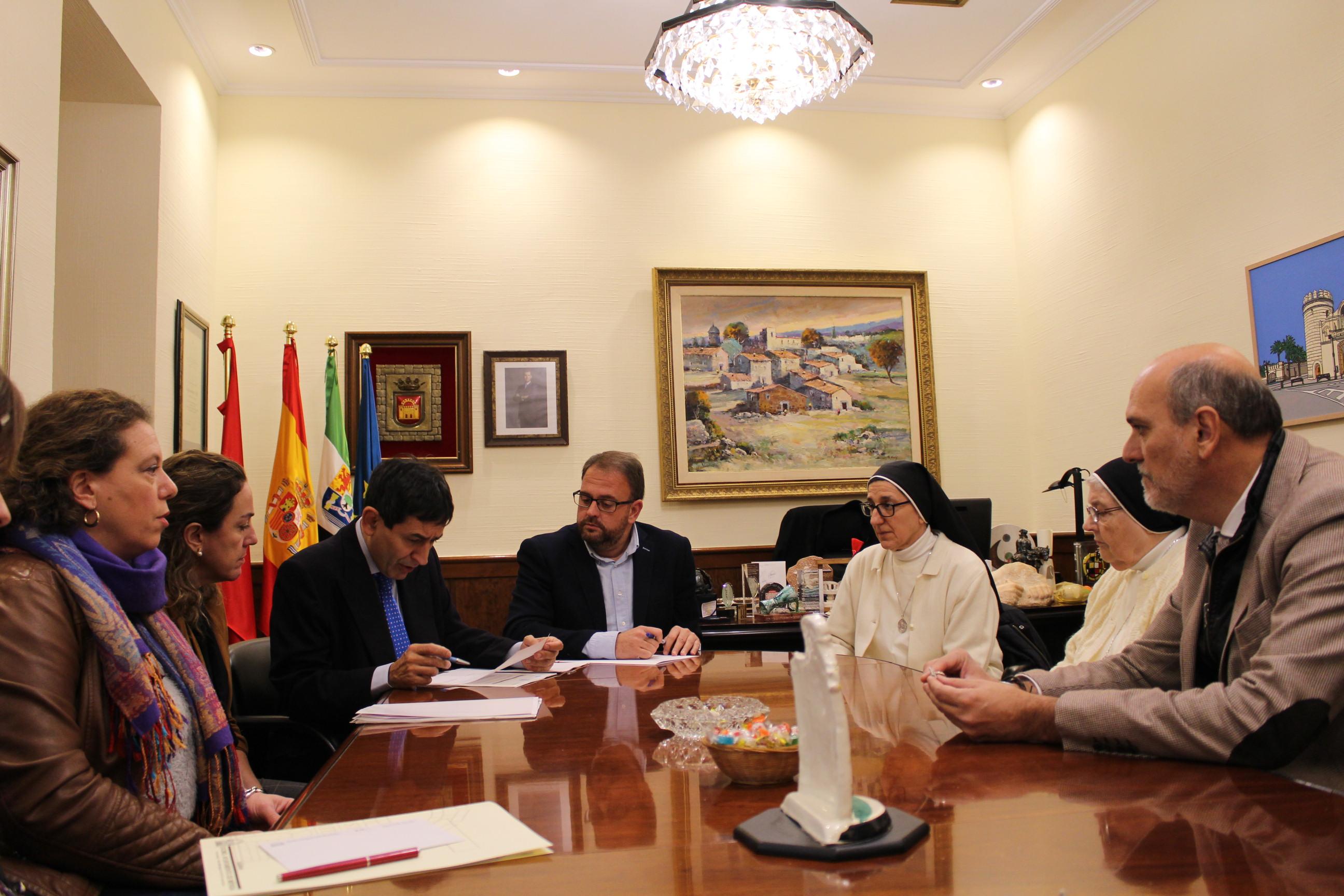 El alcalde asiste a la compra del convento concepcionistas