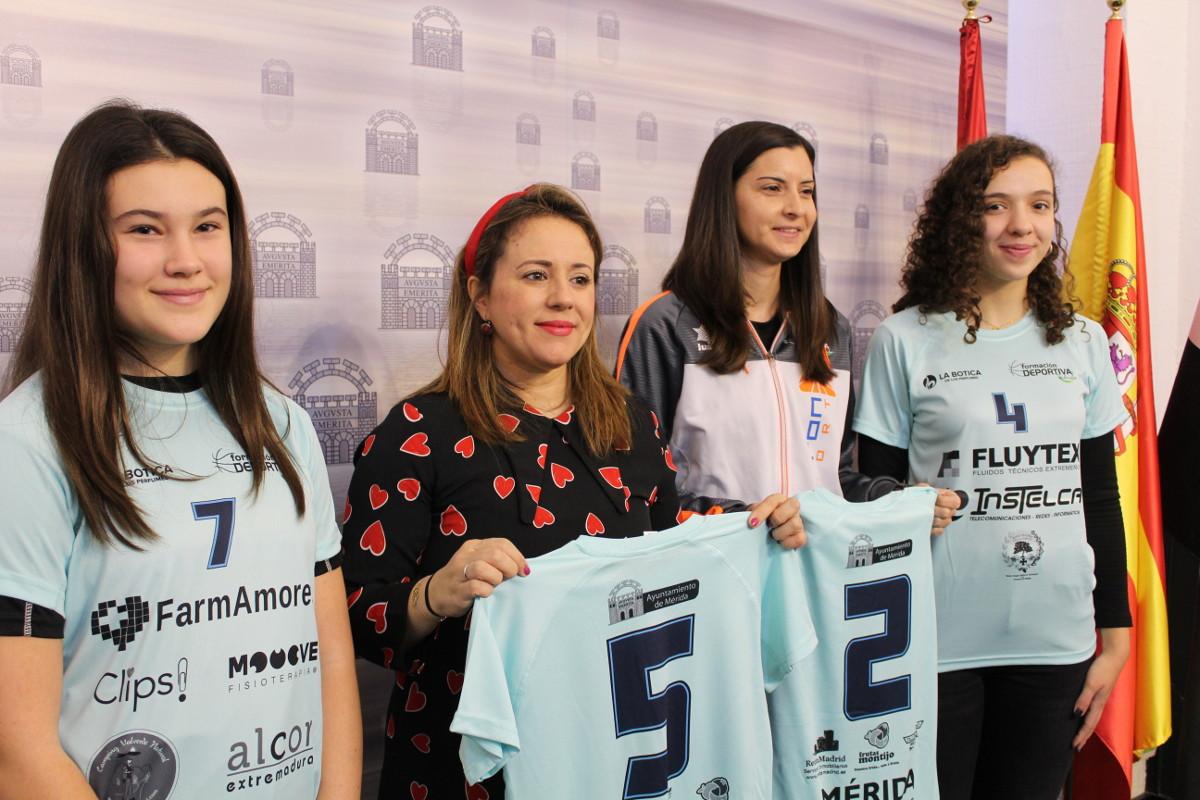 Dos equipos femeninos emeritenses compiten en la Copa de España de Voleibol