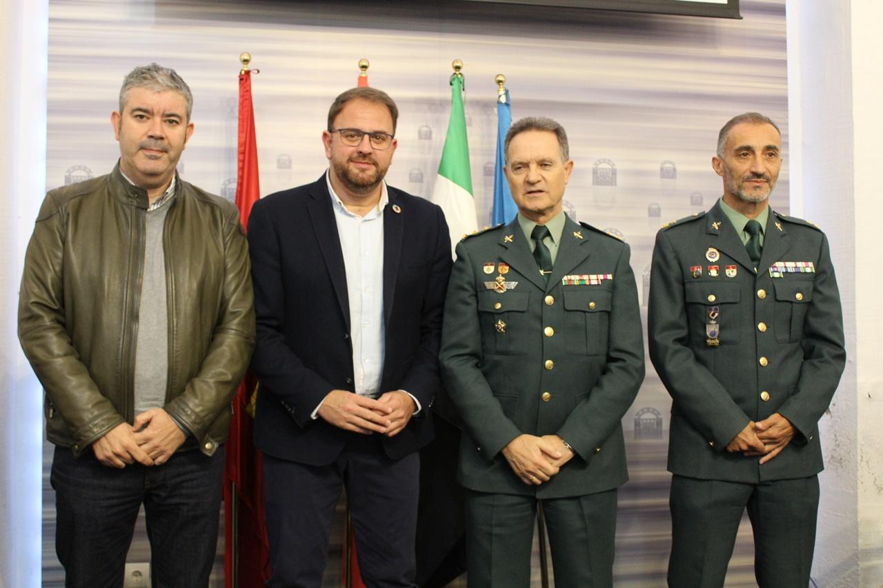 alcalde-junto-con-los-organizadores-del-campeonato-militar-nacional