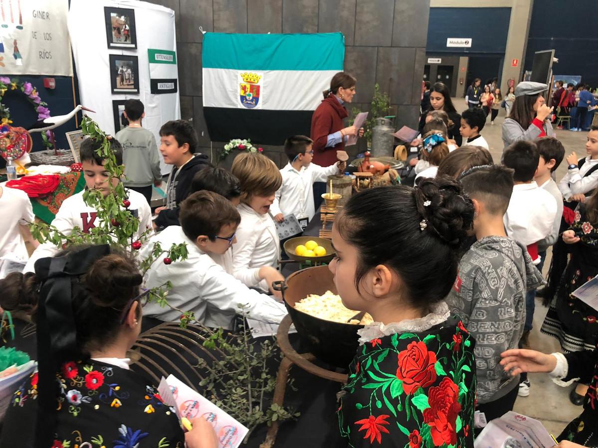Setecientos alumnos participan en la Semana de Extremadura en la Escuela