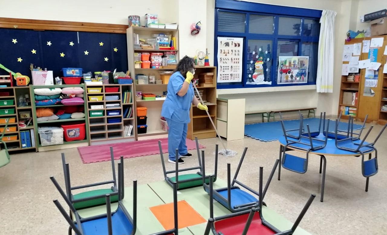 Continúan las tareas de desinfección de los centros escolares de la ciudad