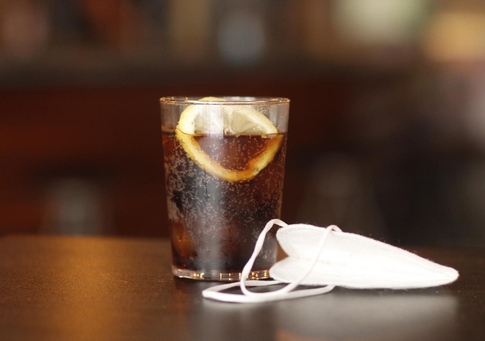 Coca Cola- mascarillas bares de ocio (1)