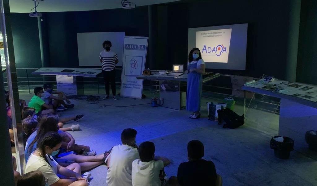 """El campamento """"Proserpina Adolescente"""" dedica su día hacia las personas con diversidad funcional a las personas sordas"""
