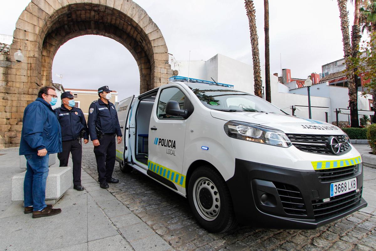 Marco Antonio Guijarro en presentación de nuevo vehículo de atestados