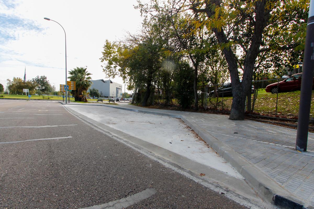 Concluyen las obras de mejora de accesibilidad en la Avenida de la Hispanidad y se trabaja ahora en las nuevas paradas de Las Abadías