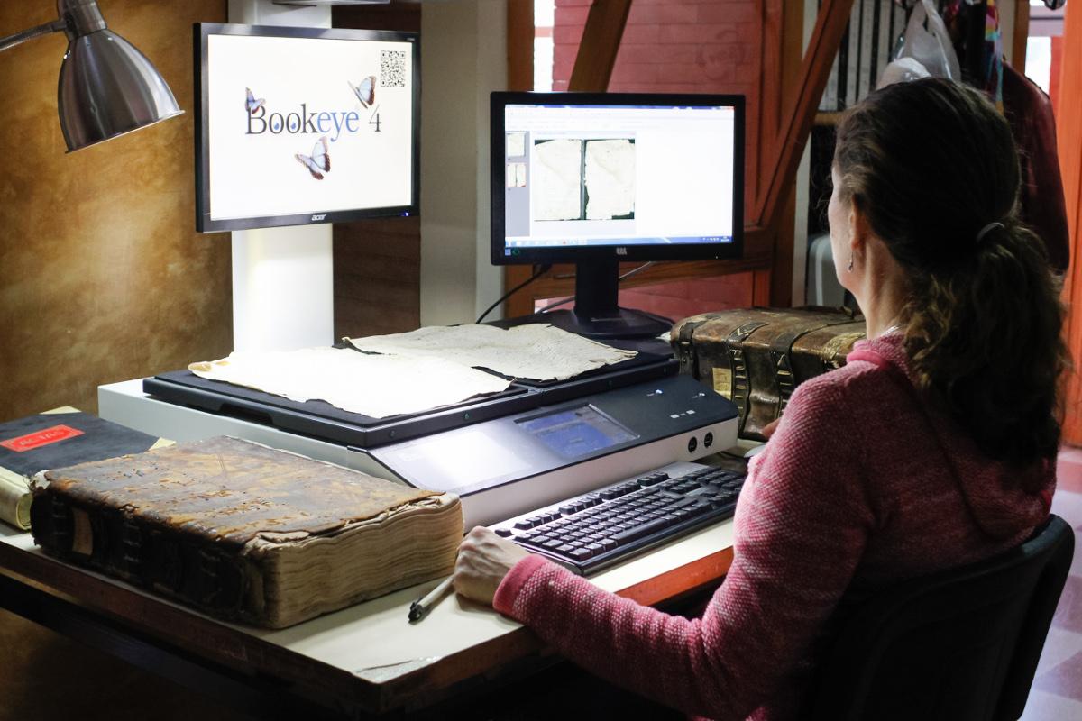 Proceso de digitalización libros Archivo Histórico