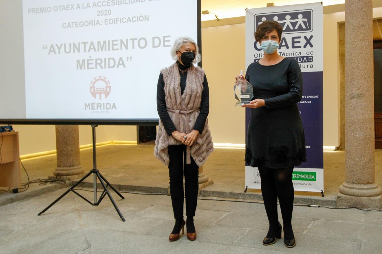 El Ayuntamiento recibe el Premio Otaex a la accesibilidad universal por la rehabilitación del edificio consistorial