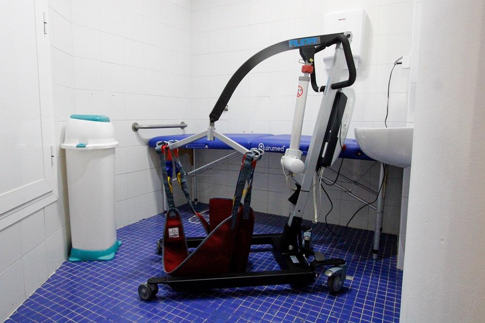 El Ayuntamiento sigue apostando por la accesibilidad universal  con la instalación de un cambiador para personas adultas